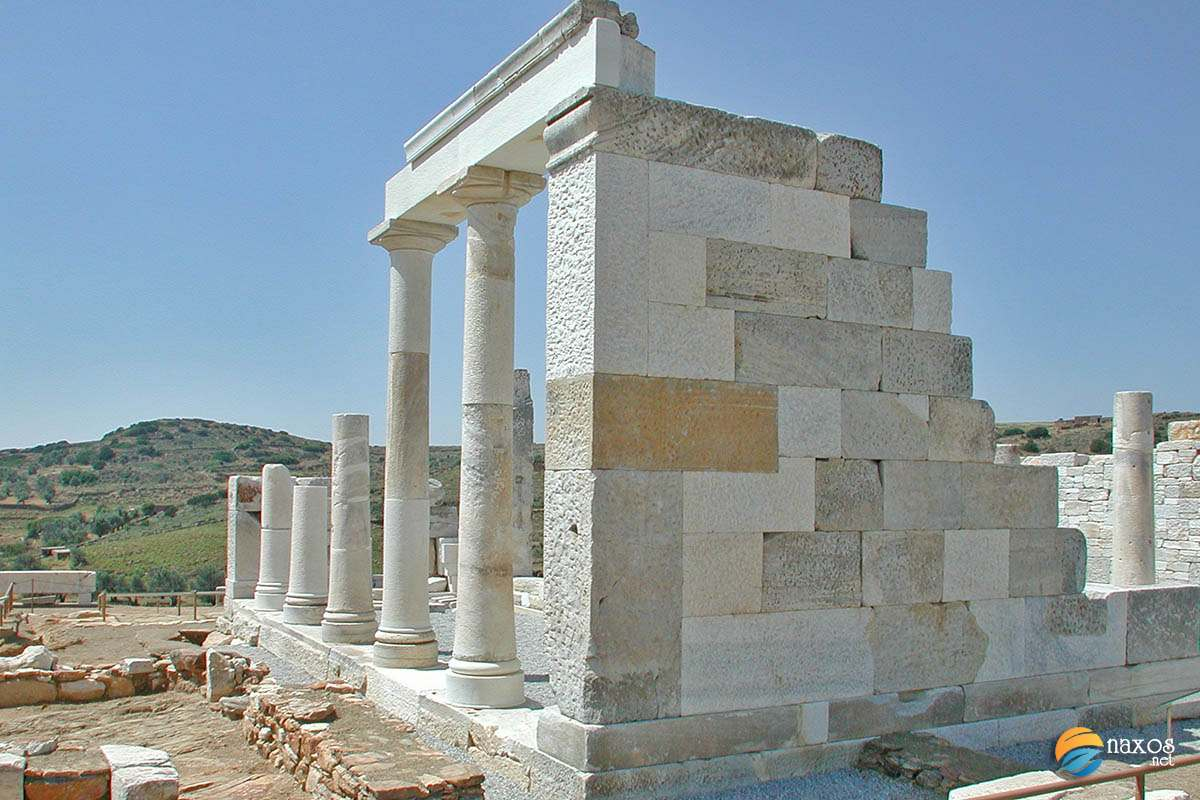 A historic tour of Naxos via the monuments and other archaeological finds on the island