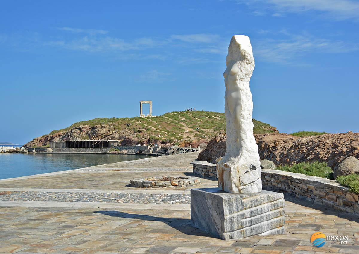 The modern marble statue of Ariadne on the way to Palatia peninsula