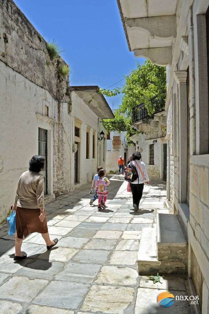 Apeiranthos' children coming back from school