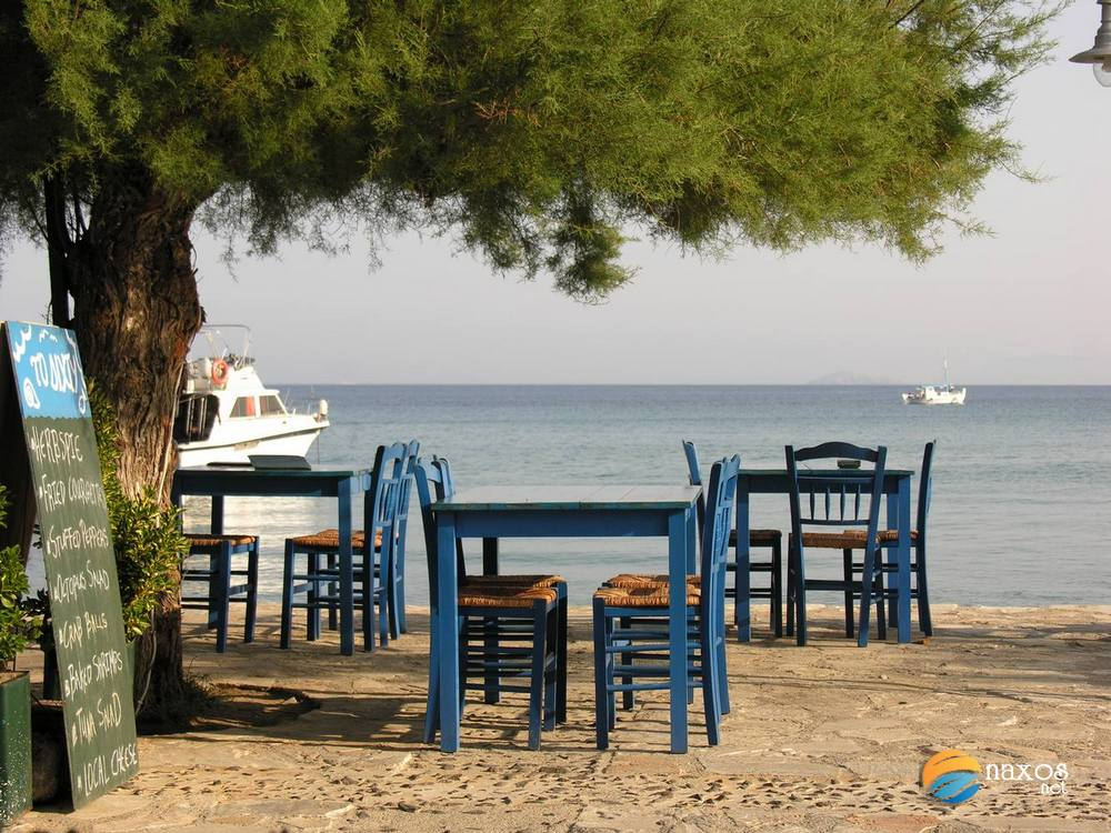 Traditional taverns with Greek cuisine in Moutsouna