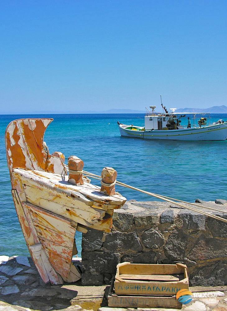 Fishing boat at Moutsouna